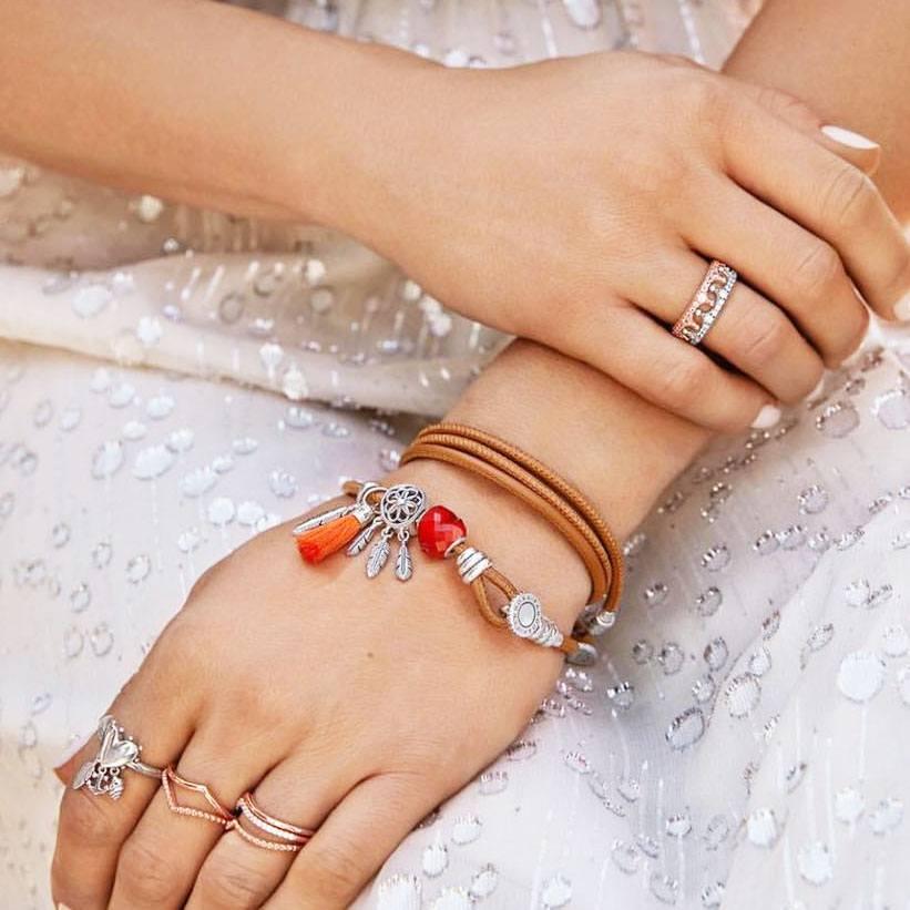 Vòng charm Pandora 925 nổi tiếng với vẻ ngoài sang trọng, hấp dẫn dành cho phái đẹp