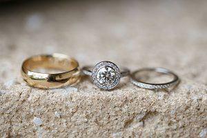 Nhẫn đính hôn với nhiều kiểu dáng kết hợp cùng cái loại đá quý khác nhau