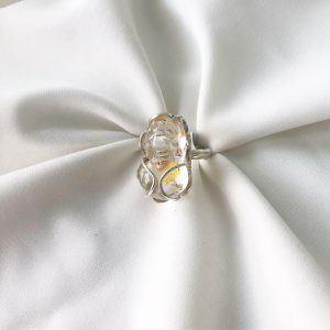 Khi đeo nhẫn tỳ hưu phải để đầu tỳ hươu hướng về mình.