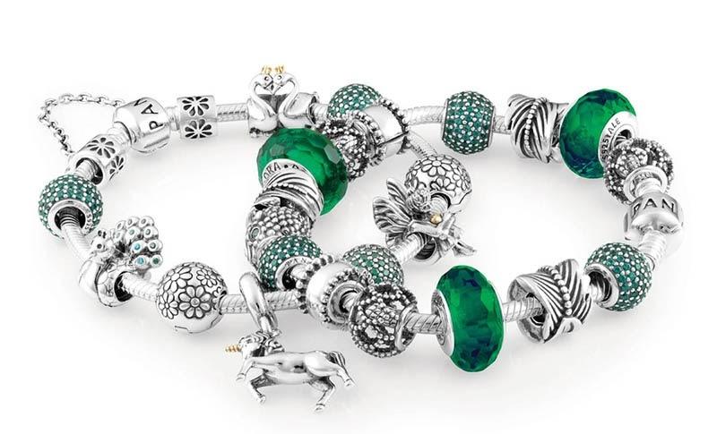 Vòng bạc đeo tay giúp tạo điểm nhấn cho trang phục của bạn